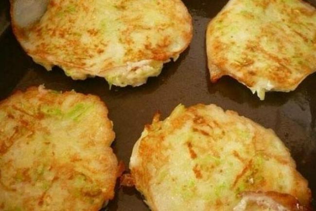 Кабачковые оладьи с картофелем и зеленью