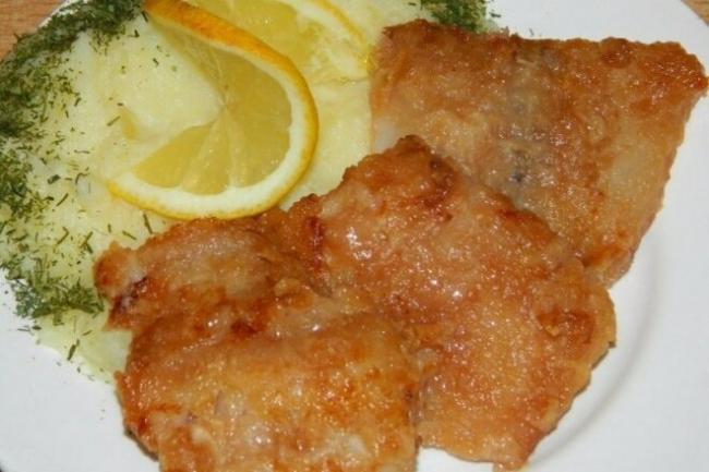 Жареное рыбное филе с чесноком