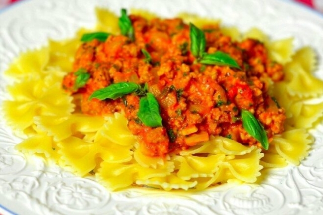 Фарфалле с соусом «Болоньезе» по-итальянски