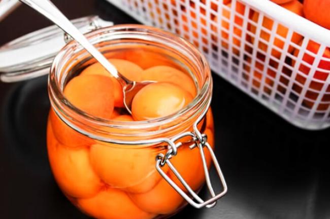 Замороженные абрикосы с лимонным соком в сиропе