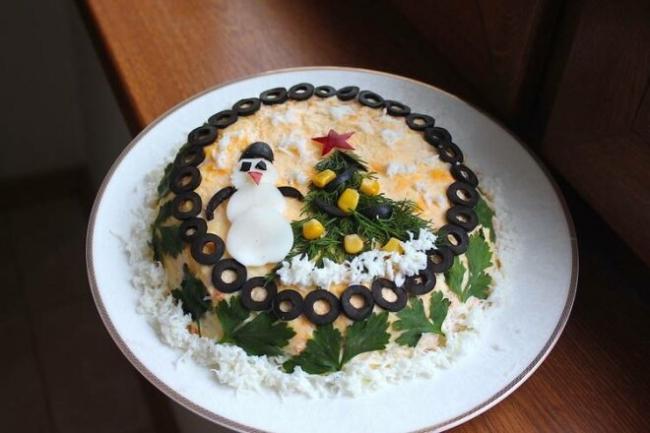 Слоеный салат «Новогодняя мимоза»