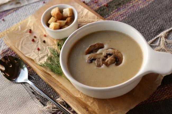 Крем-суп из белых сушеных грибов и гречки