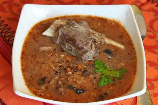 Суп харчо из бараньей грудинки с черносливом