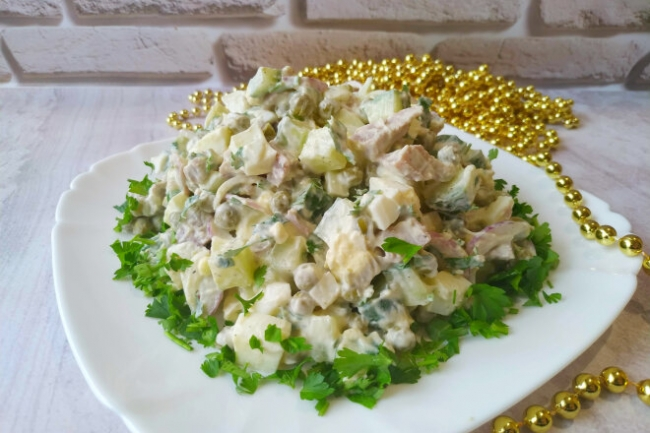 Салат с языком, свежим огурцом и луком без майонеза