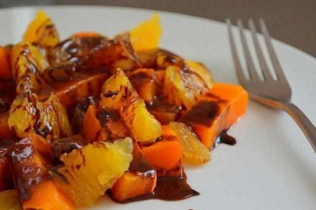 Салат из тыквы и апельсина с шоколадным соусом
