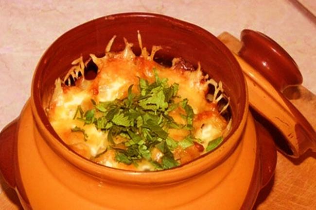 Курица в горшочке с сыром по-деревенски
