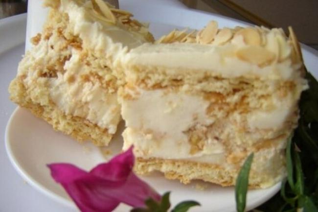 Киевский торт «Акилежна» с грецкими орехами