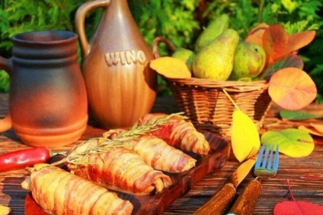 Маринованные куриные грудки с грушей в беконе