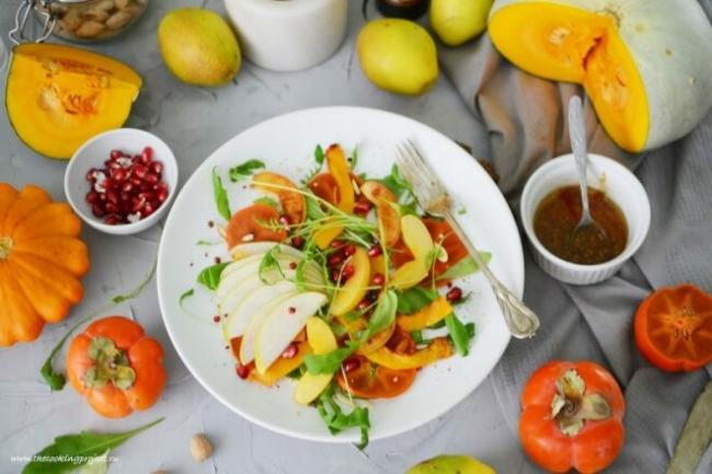 Салат из тыквы с фруктами со сметанной заправкой