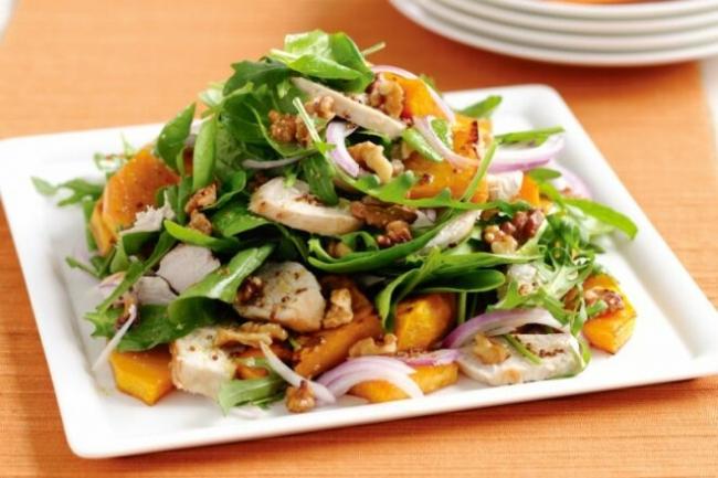 Пикантный салат из тыквы с курицей