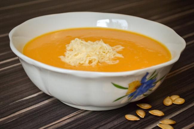 Тыквенный суп-пюре с плавленым сыром и паприкой