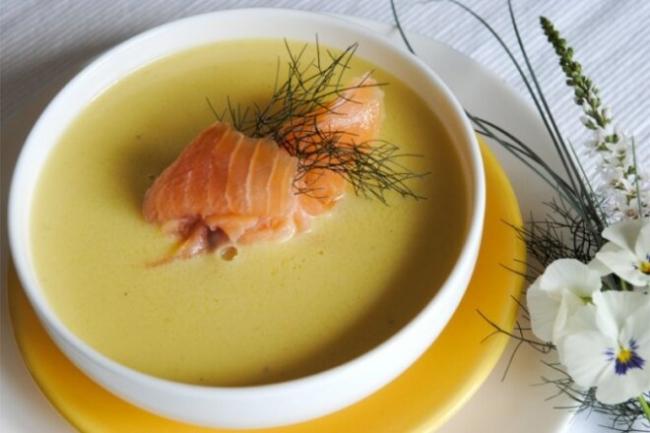 Суп-пюре из тыквы и картофеля с копченой рыбой