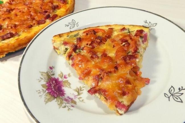 Пицца из кабачков с колбасой и сыром в духовке