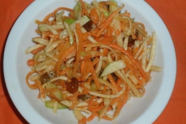 Салат из тыквы и сельдерея с медово-лимонной заправкой