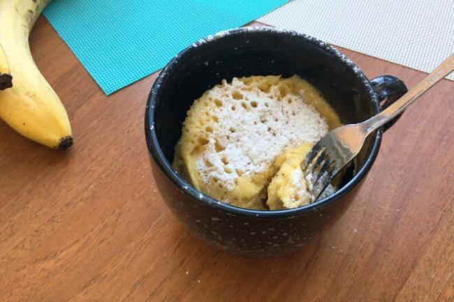 Банановый кекс в кружке за 5 минут