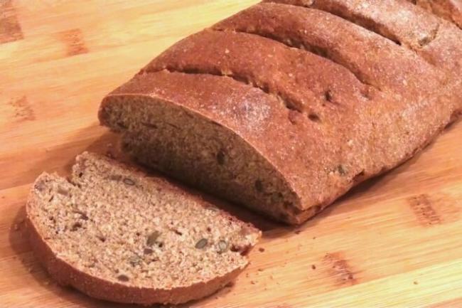 Бездрожжевой пшенично-ржаной хлеб с медом и семечками