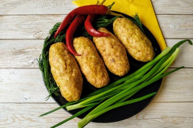 Домашние колбаски из свинины и курицы в духовке