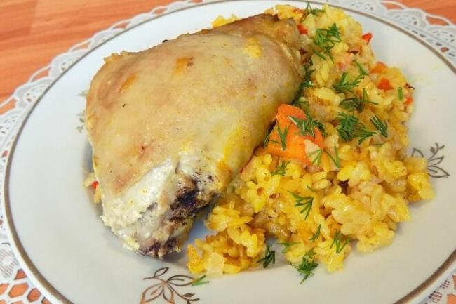 Рис с курицей и овощами в духовке в рукаве