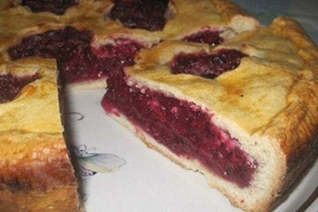 Идеальный пирог с яблоками и ягодами
