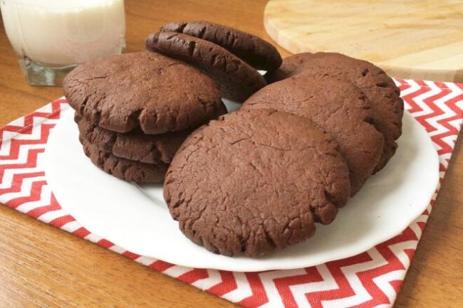 Хрустящее шоколадное печенье на скорую руку