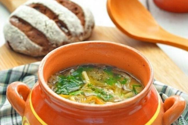 Капустный суп с болгарским перцем в горшочке