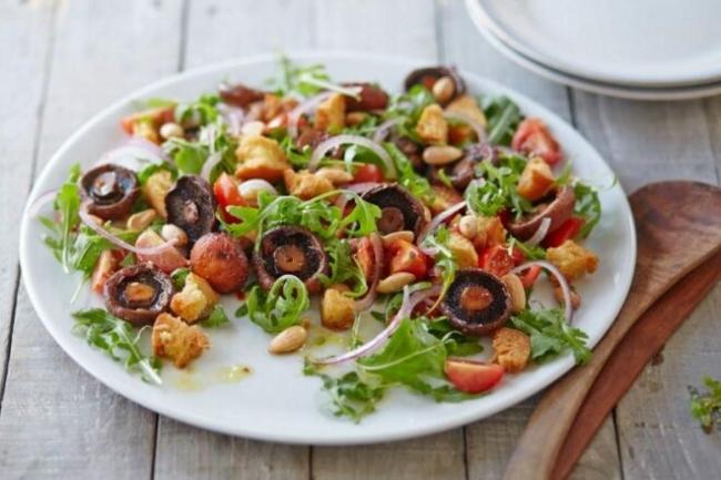 Постный салат с шампиньонами и болгарским перцем