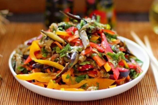 Салат с шампиньонами, кабачками и баклажанами