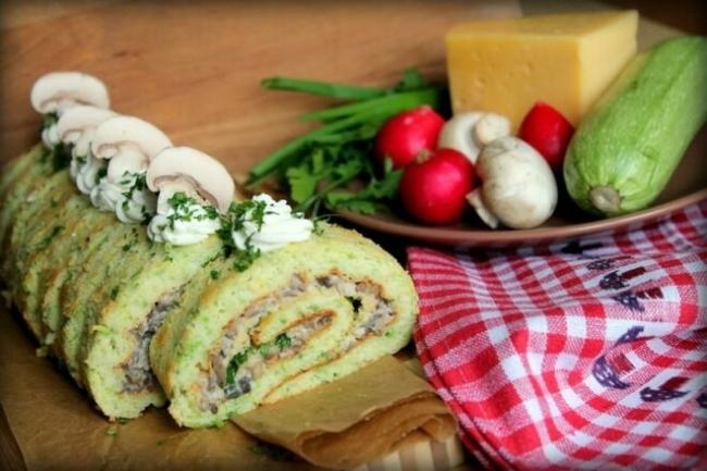 Рулет из кабачка с сыром и шампиньонами