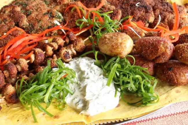 Куриные отбивные в панировке на сковороде с картофелем и грибами
