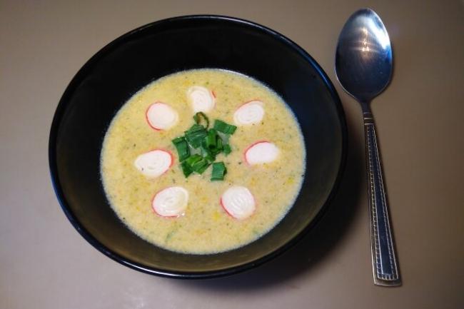 Сырный крем-суп с курицей и крабовыми палочками