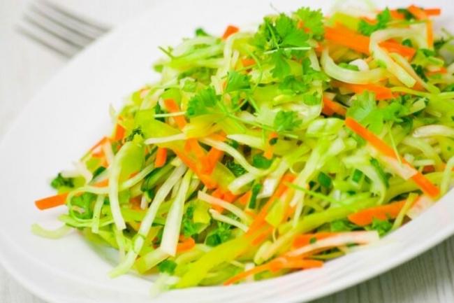 Салат из редьки с морковью и зеленым луком