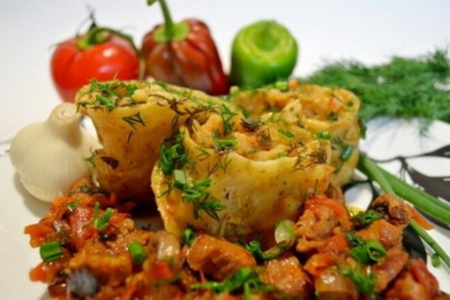 Ханум на мясной подушке с овощами
