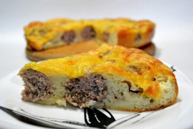 Пирог на сметане с фрикадельками