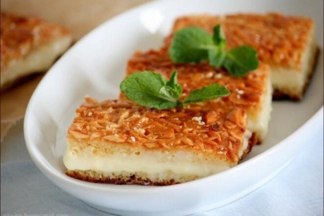 Пирожное «Укус пчелы» с миндалем