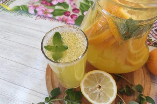 Домашний лимонад из апельсинов и лимонов с мятой