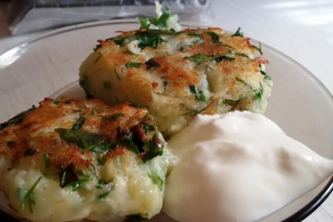 Картофельные биточки с сыром в панировке с паприкой