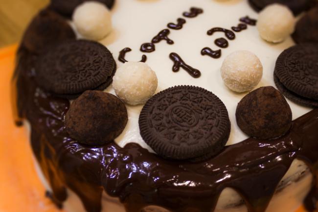 Бисквитный шоколадный торт со сливочным сыром