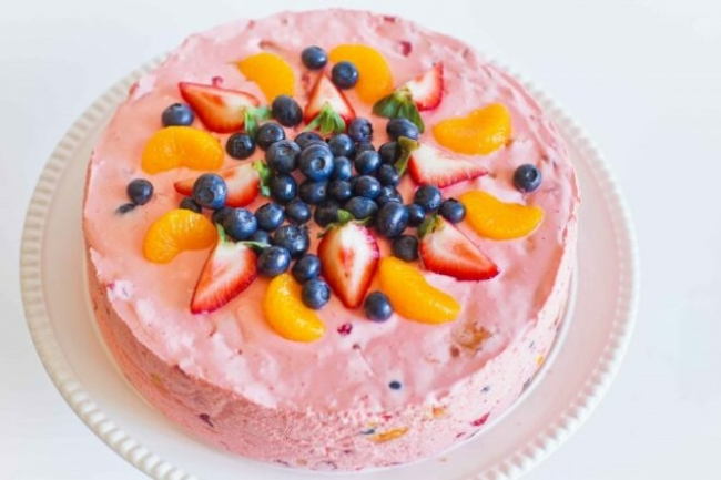 Торт из зефира и фруктов со сливочным кремом