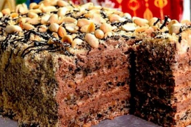 Шоколадный торт со сметанным или заварным кремом