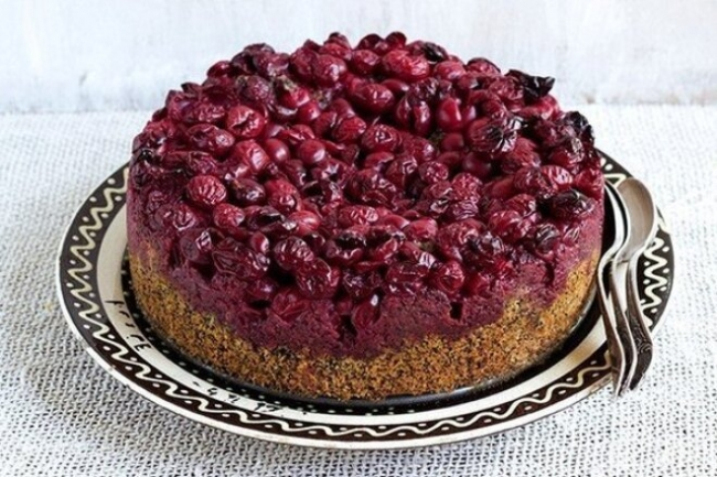 Маковый пирог с вишней в духовке