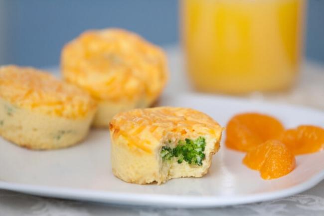 Суфле из брокколи и шпината с козьим сыром