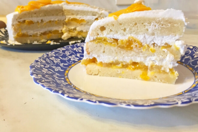 Персиковый постный бисквитный торт с кокосовым кремом