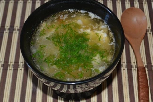 Уха из горбуши с рисом и яйцом