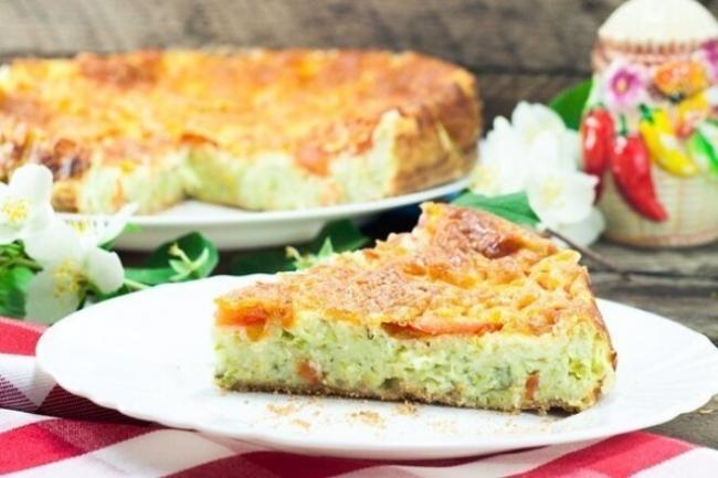 Пирог из кабачков с сыром, помидорами и зеленью