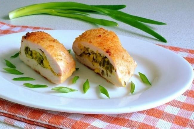 Запеченное куриное филе с зеленью и творогом