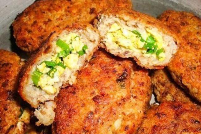Гречнево-куриные зразы с зеленым луком и яйцом